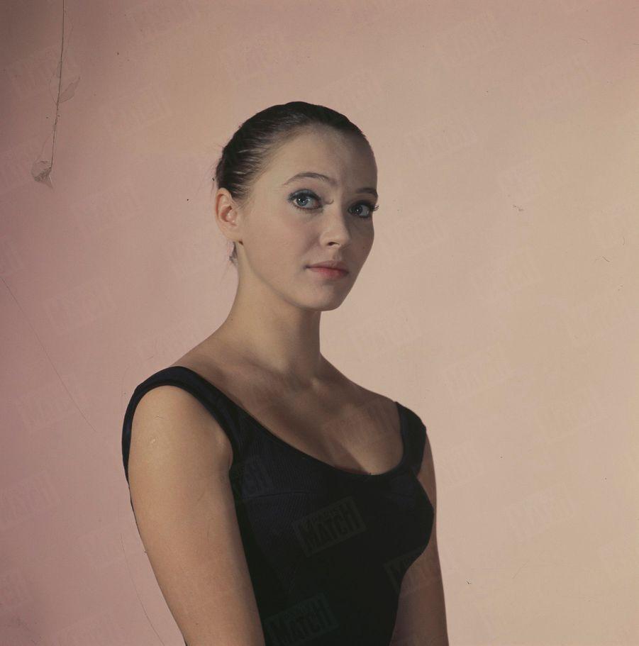 Anna Karina pose pour Paris Match en décembre 1962.