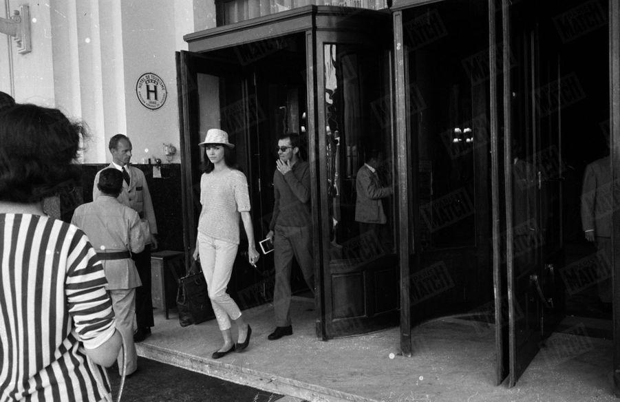 Anna Karina et Jean-Luc Godardsortant du Martinez au13ème Festival de Cannes, en mai 1960.