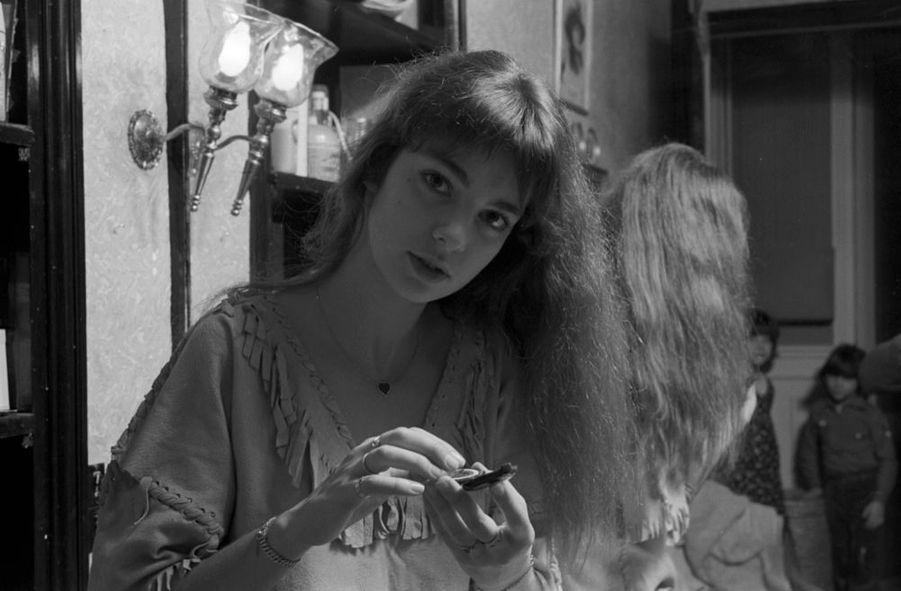 """Anne Parillaud lors d'un rendez-vous avec Match pour la sortie du film """"L'Hôtel de la plage"""", en janvier 1978."""