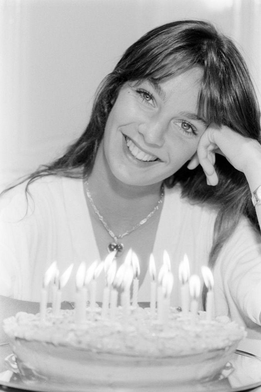 Anne Parillaud fête son 20e anniversaire dans Paris Match, en mai 1980.