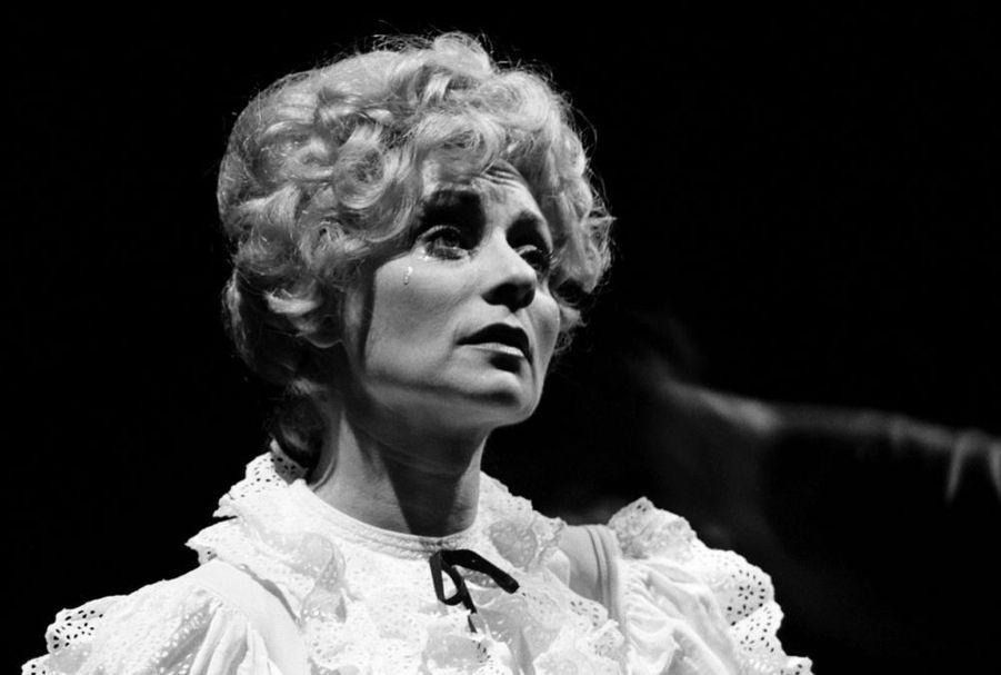 """Annie Cordy dans le rôle principal de la comédie musicale """"Hello Dolly"""", à Bordeaux en mai 1972."""