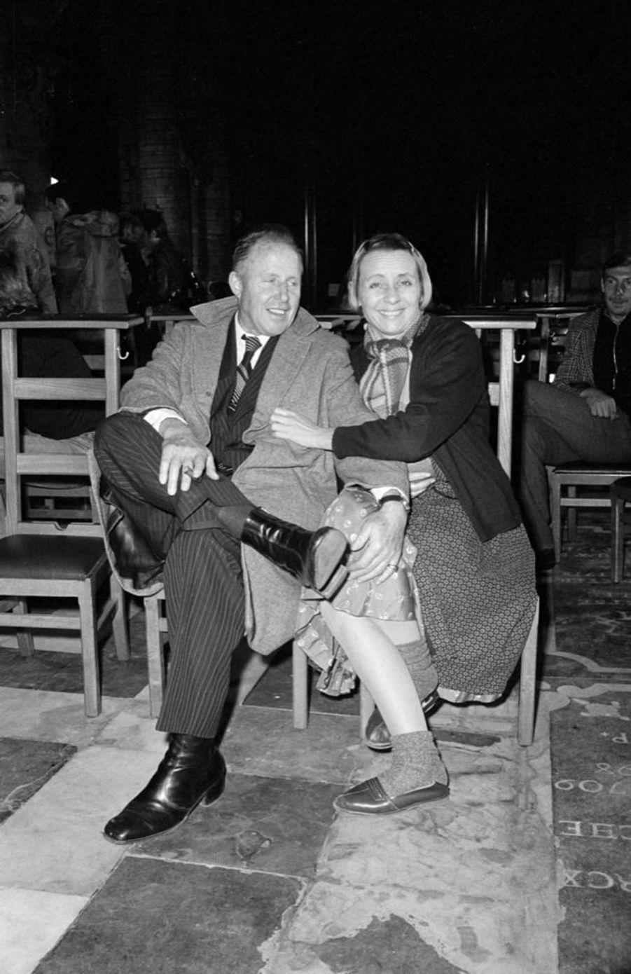 """Annie Cordy, en compagnie de son époux François-Henri Bruno, sur le tournage du film """"Rue Haute», à Bruxelles en octobre 1975."""