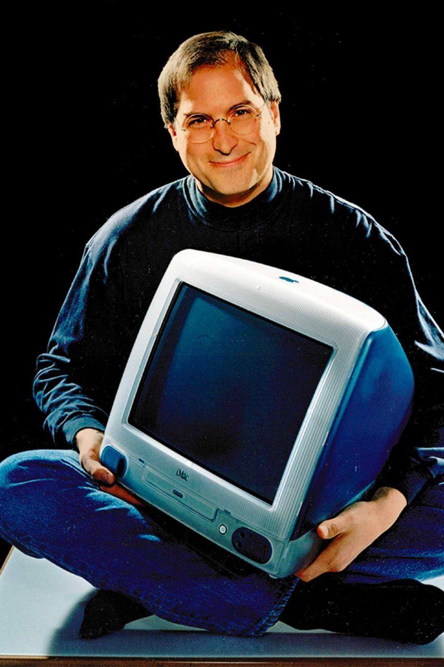 1998. Premier modèle de l'iMac, qui remplace le macintosh. Ses lignes courbées et sa couleur fluo sont une petite révolution pour l'époque.