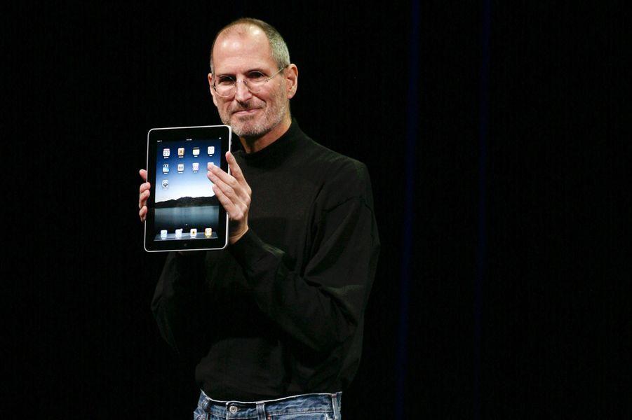 2010. Sortie du premier iPad, une tablette qui vient rivaliser les appareils de Microsoft.