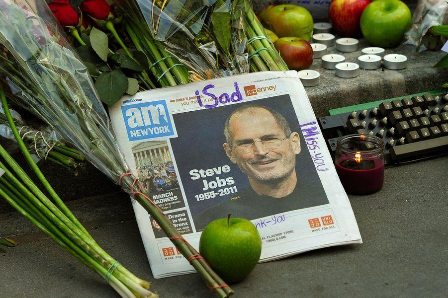 2011. Steve Jobs décède à l'âge de 56 ans. Il avait contracté un cancer du pancréas. Il sera remplacé par Tim Cook, qui était entré dans...