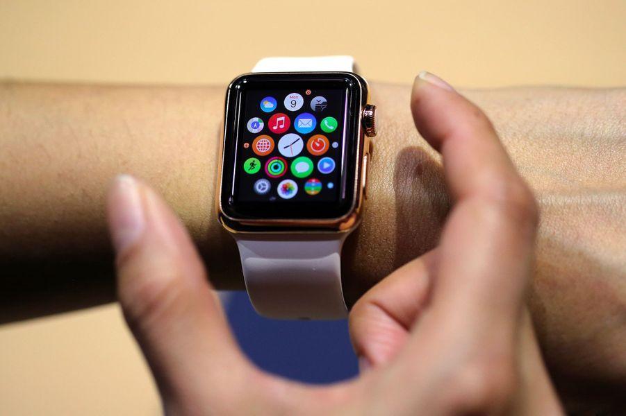 2015. Nouvelle gamme de produit lancée par Tim Cook depuis la mort de Steve Jobs : l'Apple Watch.