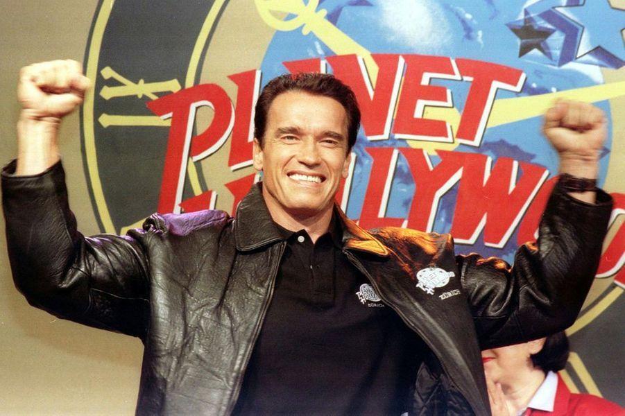 En 1991, il ouvre la chaîne de restaurants Planet Hollywood (avec Stallone et Bruce Willis)