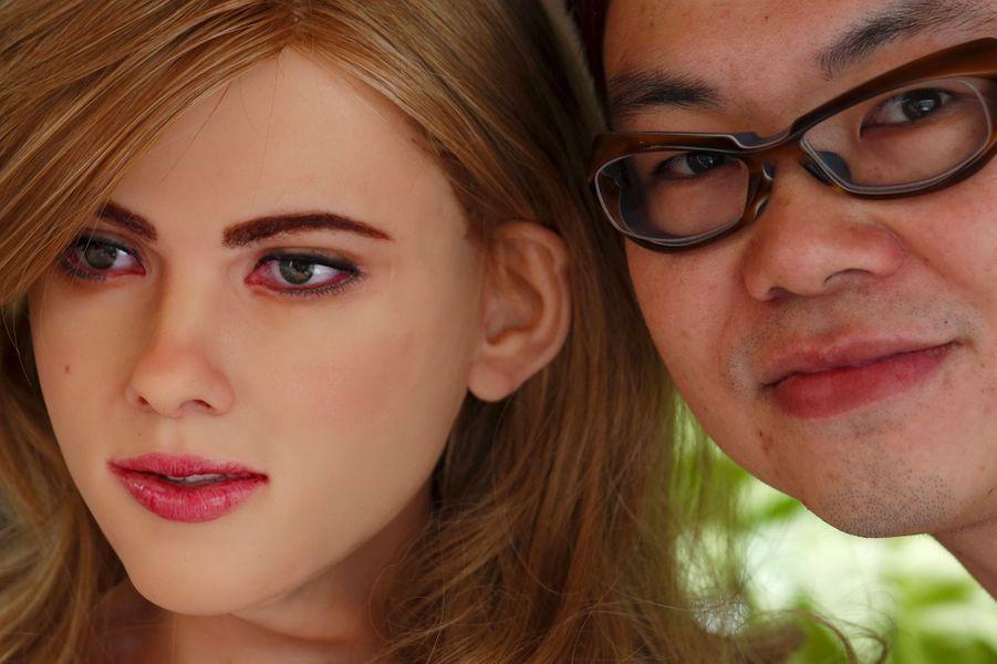 Avec 50 000 dollars, un Chinois se fabrique un robot Scarlett Johansson