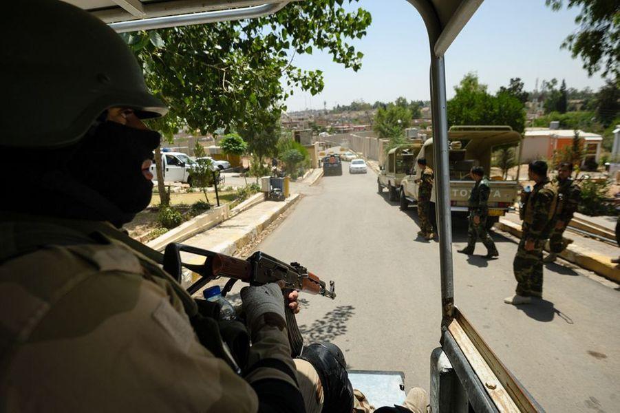 Des combattants Peshmergas Kurdes contrôlent totalement la ville disputée de Kirkouk après le retrait de l'armée irakienne.