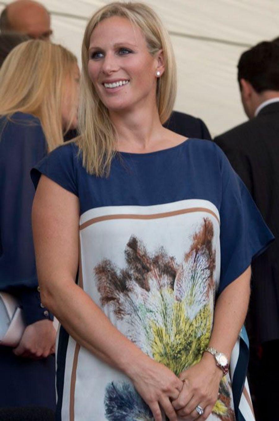 La petite-fille de la reine Elisabeth II et son époux le rugbyman Mike Tindall vont accueillir leur premier enfant au début de l'année prochaine.