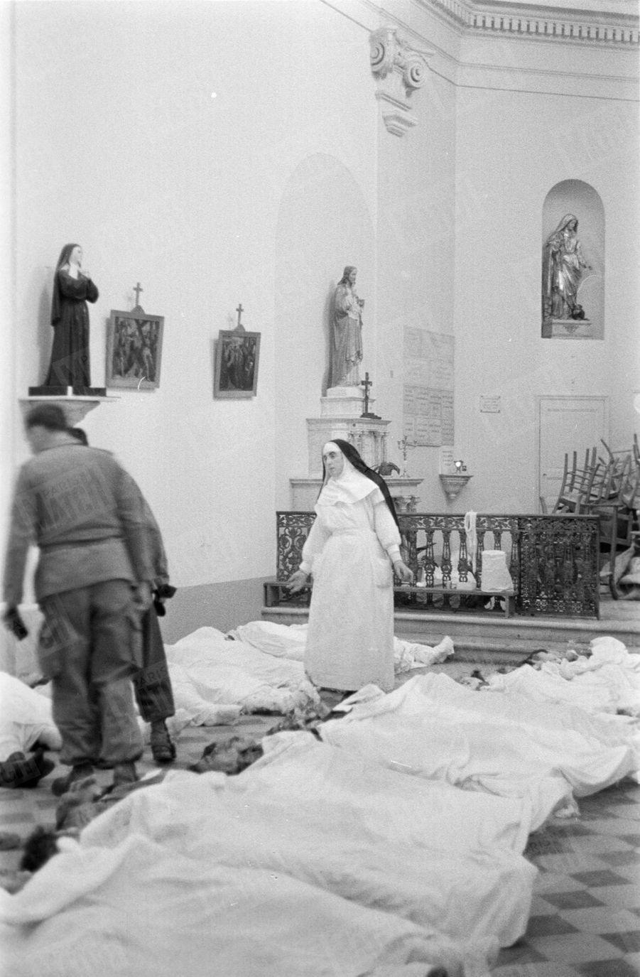 « Un quart des victimes sont des enfants. 50 familles pleurent, devant ces petits linceuls, ceux qui furent emportés dans l'horreur d'une nuit.» - Paris Match n°557, 12 décembre 1959.