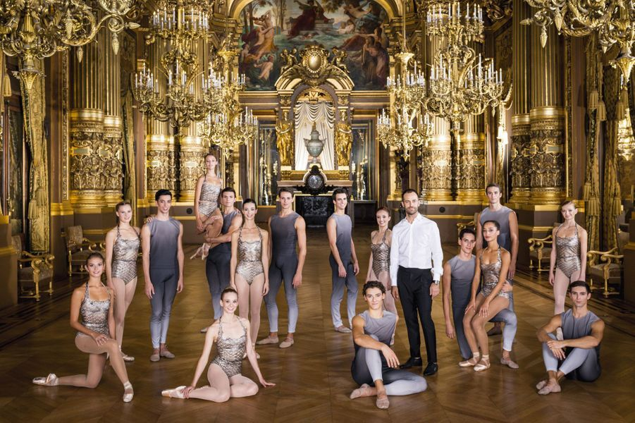 """Benjamin Millepied pose avec ses danseurs de la création """"Clear, Loud, Bright, Forward"""", le 21 septembre 2015"""