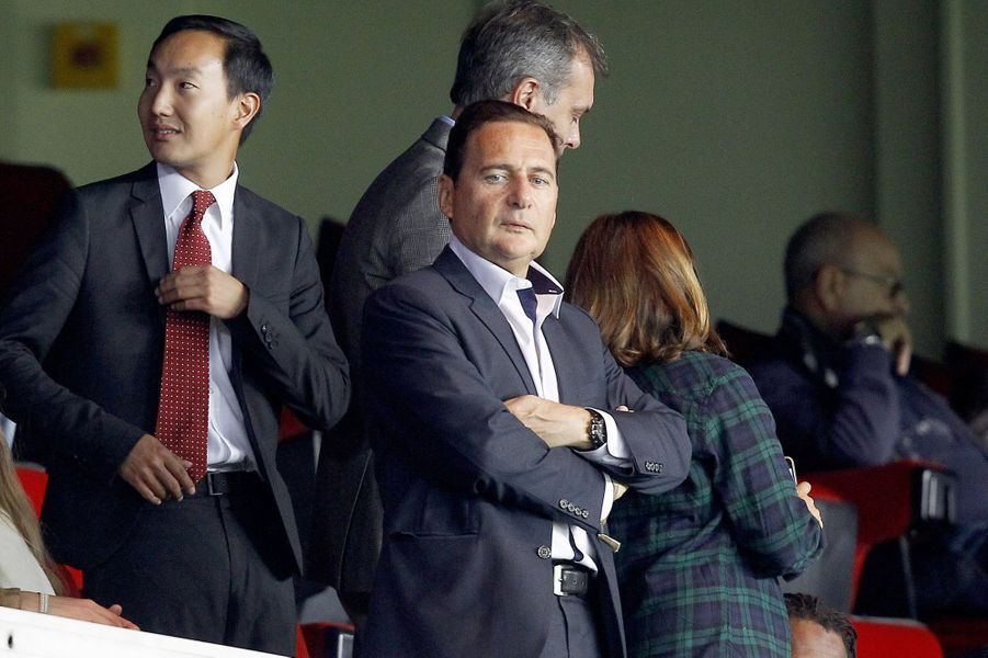 Eric Besson au Parc des Princes pour le match PSG-Barcelone