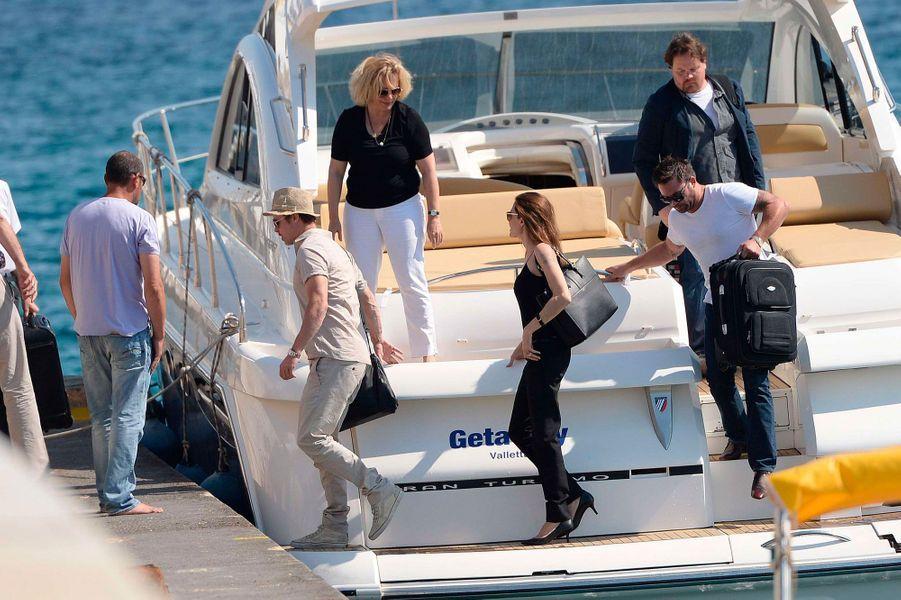 Brad et Angelina arrivent sur l'île, le 15 août 2014