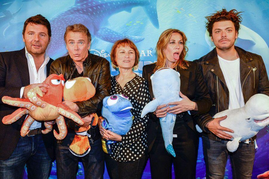 De gauche à droite : Philippe Lellouche, Franck Dubosc, Celine Monsarrat, Mathilde Seigner et Kev Adams.