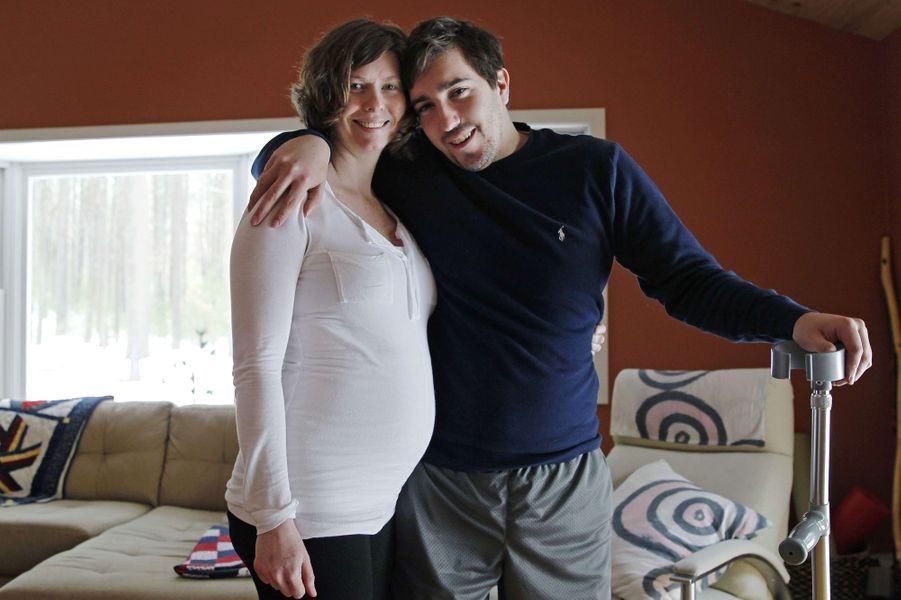Jeff Bauman et sa fiancéeErin Hurley attendent leur premier enfant pour le mois de juillet prochain.