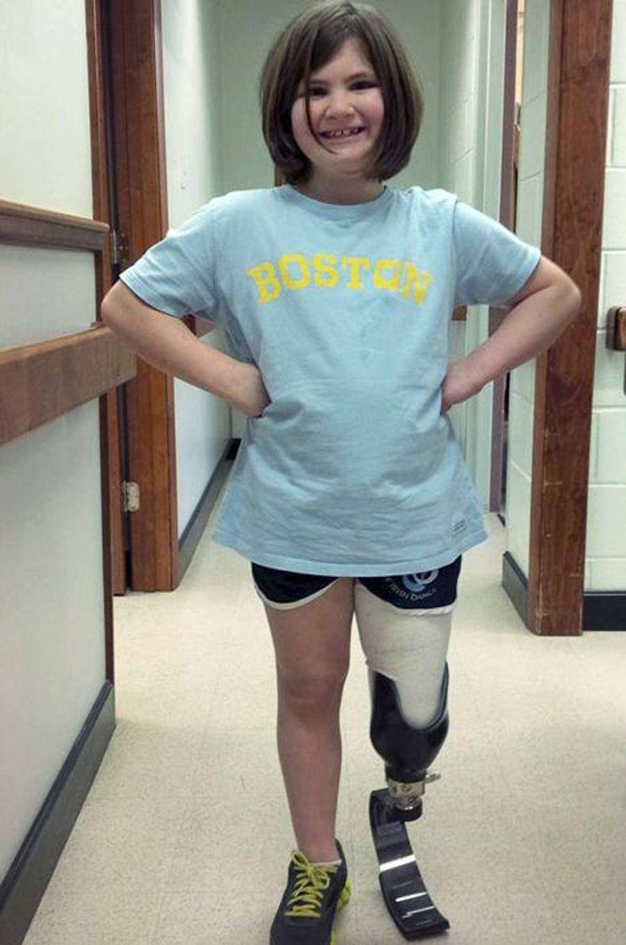 Jane Richard a perdu son grand frère, Martin, 8 ans, lors des attentats. Sa mère avait été grièvement blessée et elle-même a perdu une jambe. Mais la fillette, désormais âgée de 8 ans, a reçu des prothèses qui lui permettent de continuer le sport, ce qu'elle adore. Les avancées de la famille Richard sont à suivre sur leur blog (en anglais).