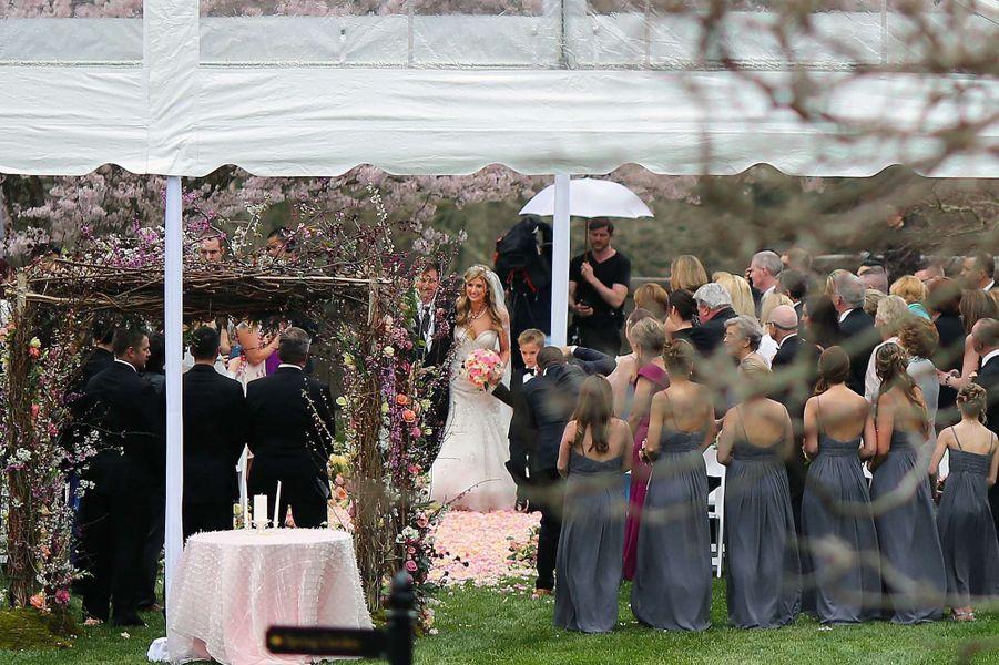 """Ils se sont dit """"oui"""" le 4 avril dernier, après avoir partagé les préparatifs de leur mariage avec les internautes. La cérémonie a été retransmise en direct sur Internet."""