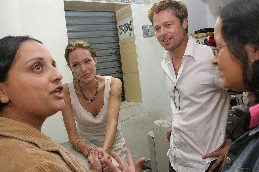 En Colombie dans le cadre de la mission d'Ambassadrice de bonne volonté de l'ONU (décembre 2006)