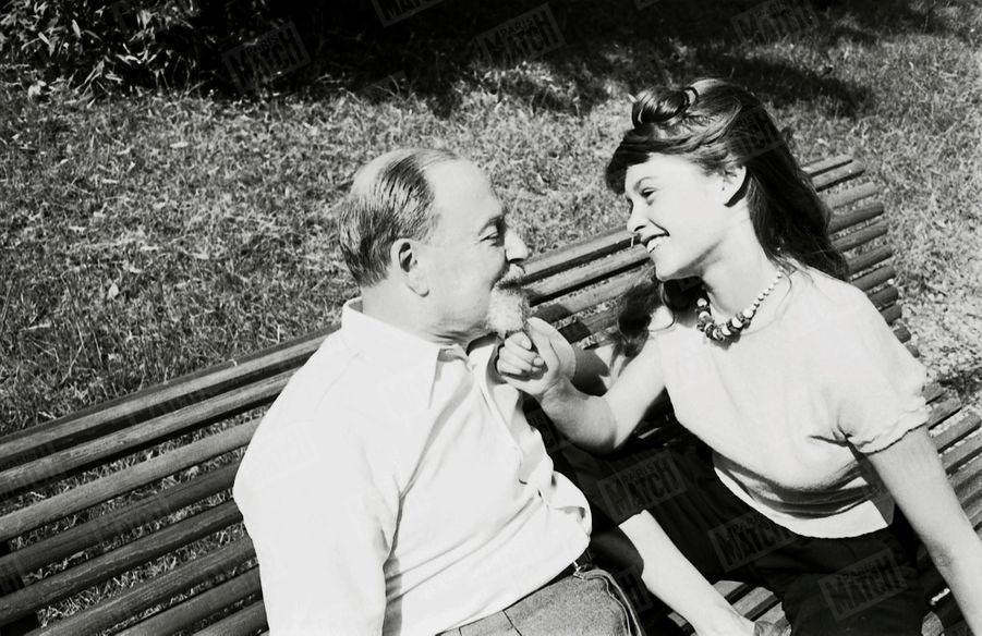 « Son grand- père : Toute petite, Brigitte avait surnommé son grand-père Boum Papa. Ce nom lui est resté. Boum Papa et Brigitte sont d'éternels complices. Il leur est arrivé plus d'une fois de se faire gronder ensemble. Boum Papa se laisse volontiers tirer la barbe. C'est pour Brigitte un geste de tendresse. » - Paris Match n°168, 31 mai 1952
