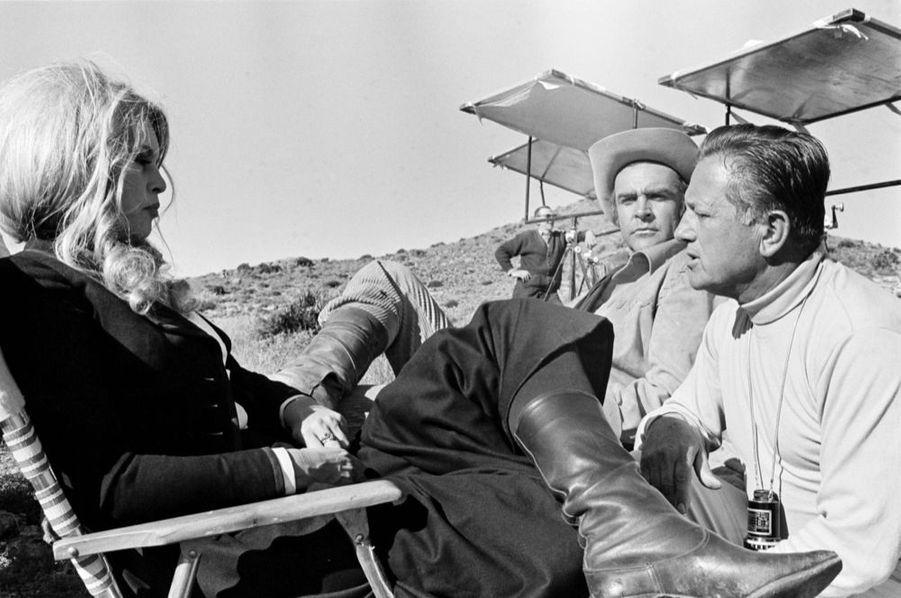 Sean Connery et Brigitte Bardot avec Edward Dmytryken janvier 1968 sur le tournage de « Shalako ».
