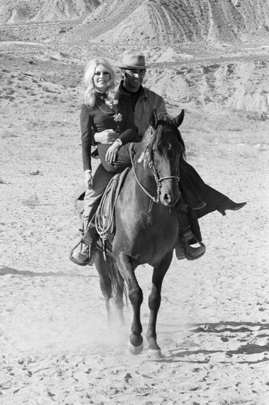 Sean Connery et Brigitte Bardot en janvier 1968 sur le tournage de « Shalako » d'Edward Dmytryk.
