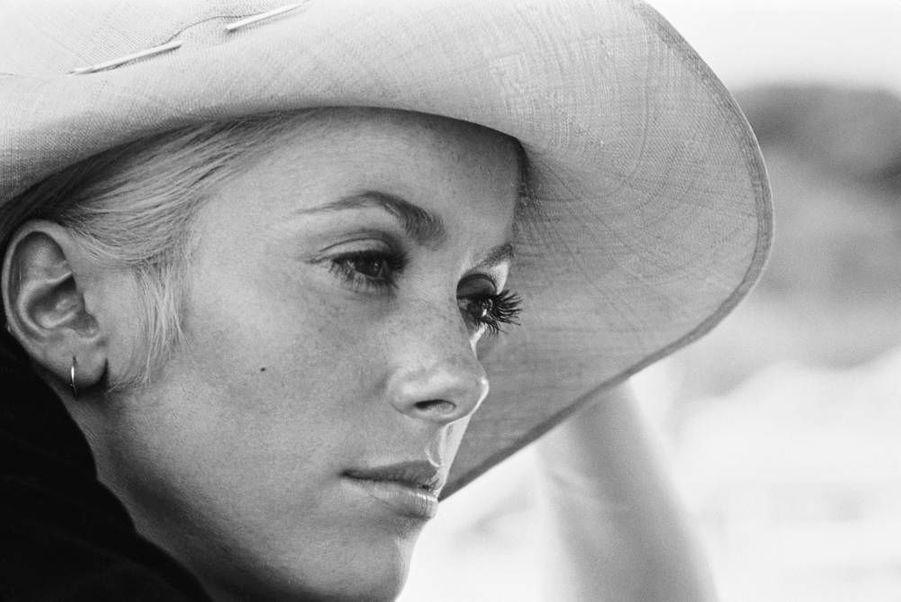 """Catherine Deneuve sur le tournage du film """"La Chamade"""", en juin 1968"""