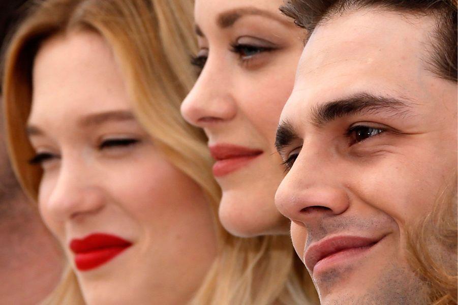 Léa Seydoux, Marion Cotillard et Xavier Dolan sur le tapis rouge à Cannes, 2016