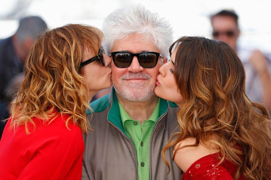 Pedro Almodovar, Emma Suarez et Adriana Ugarte au Festival de Cannes