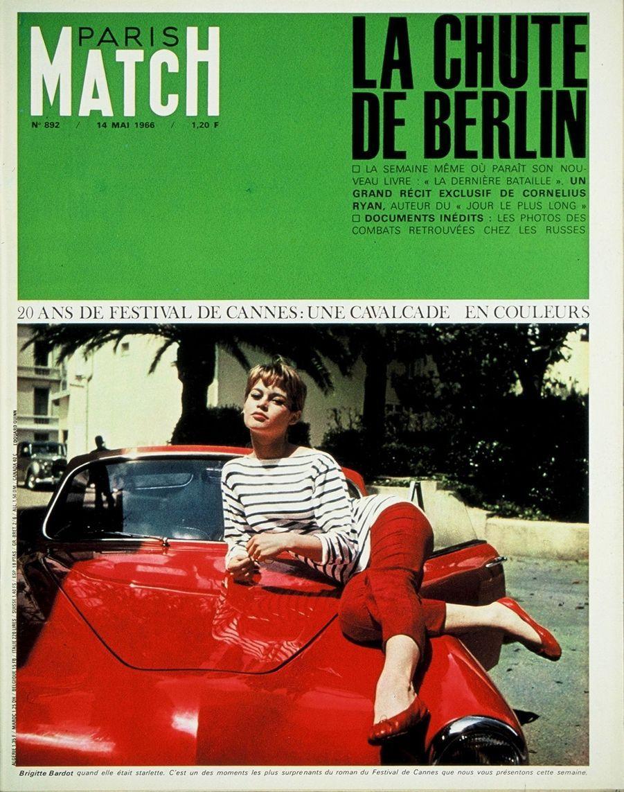 """""""20 ans de Festival de Cannes : Brigitte Bardot quand elle était starlette. C'est un des moments les plus surprenants du roman du Festival de Cannes que nous vous présentons cette semaine."""" - Paris Match n°892, daté du 14 mai 1966"""