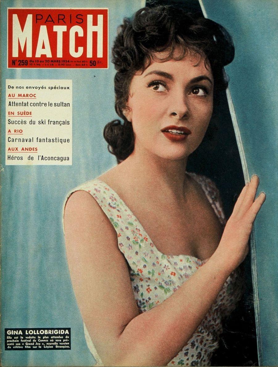 """""""Gina Lollobrigida. Elle est la vedette la plus attendue du prochain festival de Cannes où sera présenté son 'Grand Jeu', nouvelle version du célèbre film sur la Légion Etrangère."""" - Paris Match n°259, daté du 13 mars 1954"""