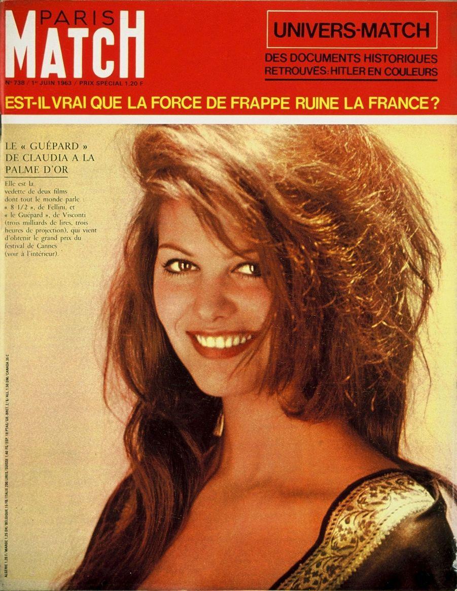"""""""Le 'Guépard' de Claudia a la Palme d'Or. Elle est la vedette de deux films dont tout le monde parle '8 1/2' de Fellini, et le 'Guépard' de Visconti (trois milliards de lires, trois heures de projection) qui vient d'obtenir le grand prix du festival de Cannes"""" - Paris Match n°738, daté du 1er juin 1963"""