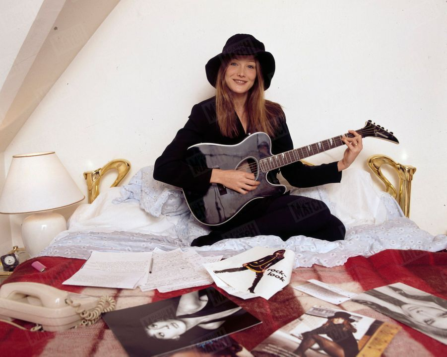Carla Bruni, son premier rendez-vous photo avec Paris Match en 1992.