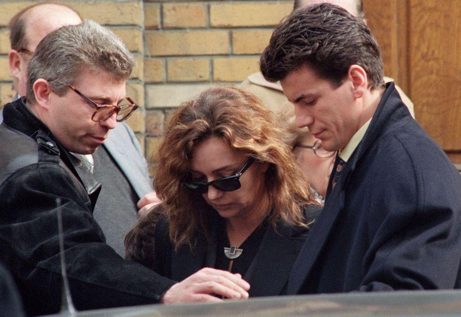 Caroline Cellier après les obsèques de Jean Poiret, en l'église Saint Honoré d'Eylau à Paris, en mars 1992.