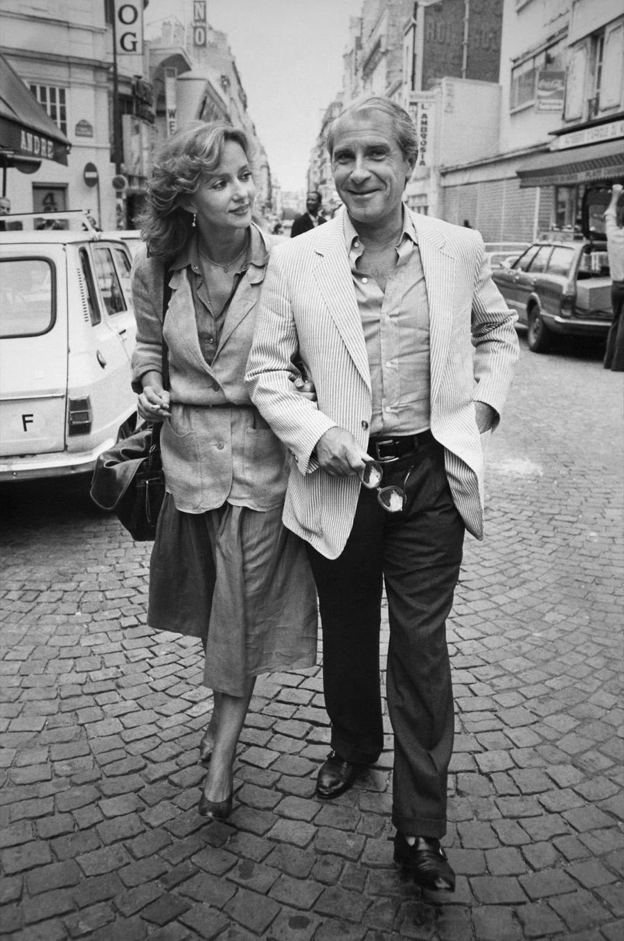 Caroline Cellier et Jean Poiret à Paris, rue de la Gaîté à Paris en septembre 1982