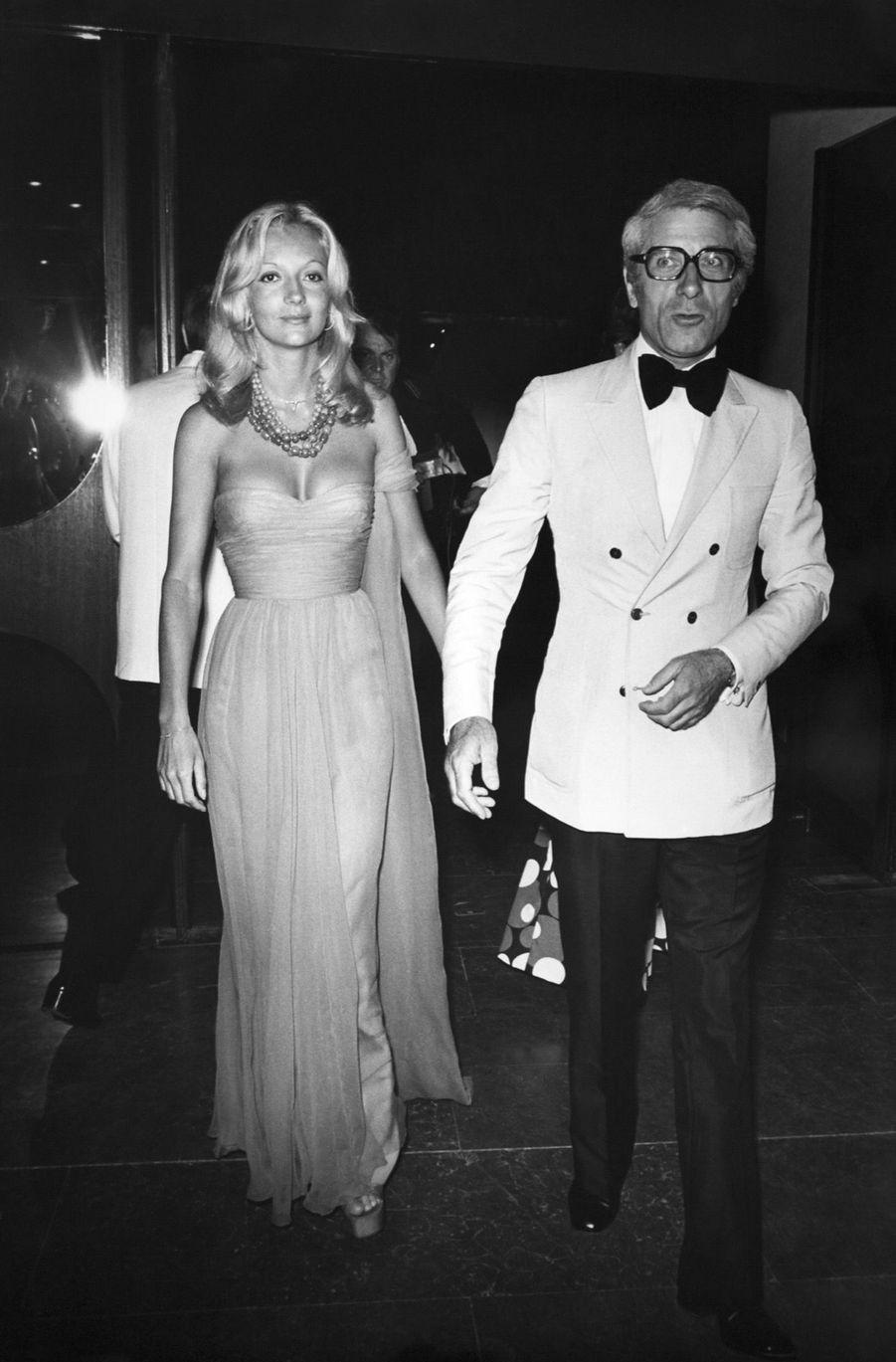 Caroline Cellier et Jean Poiret au gala de la Croix-Rouge à Monaco, en août 1974.