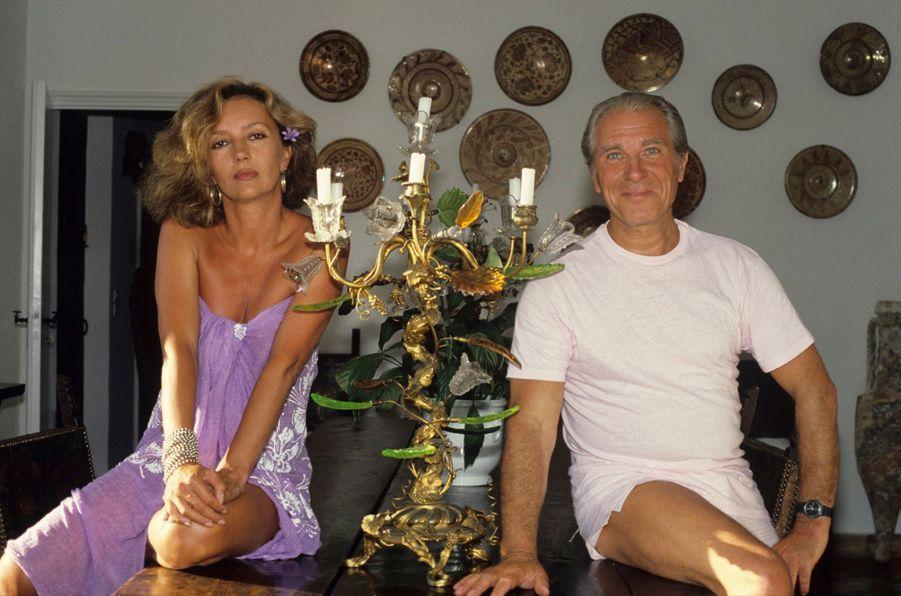 Caroline Cellier et Jean Poiret en vacances dans leur maison de Saint-Tropez, en juillet 1985.