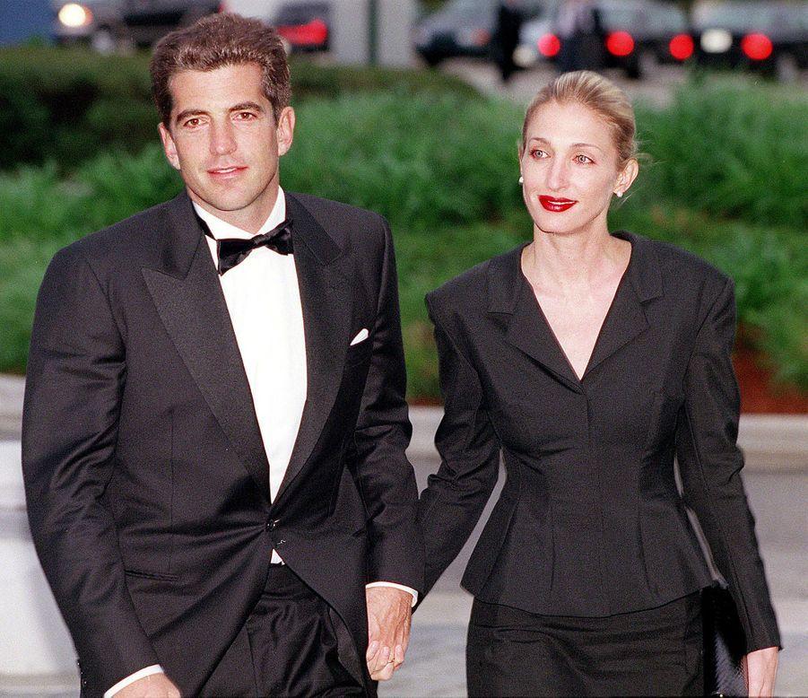 Carolyn Bessette Kennedy et John John en mai 1999.