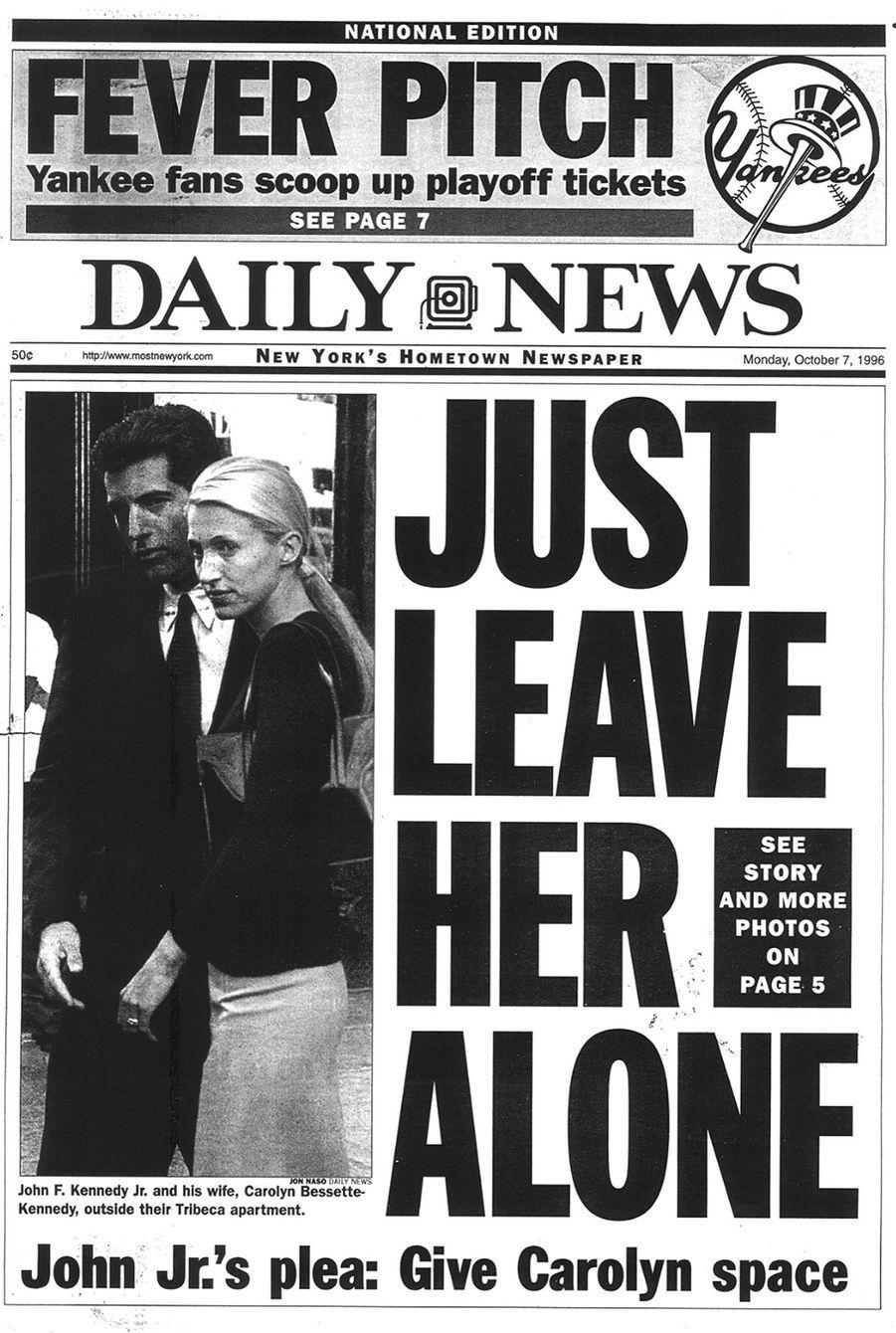 Carolyn Bessette Kennedy et John John, en une du New York Daily News Archive, en octobre 1996.
