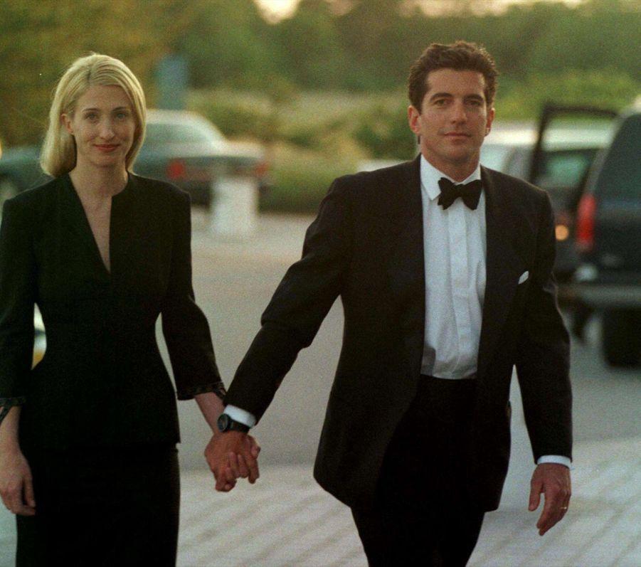 Carolyn Bessette Kennedy et John John en juin 1998.