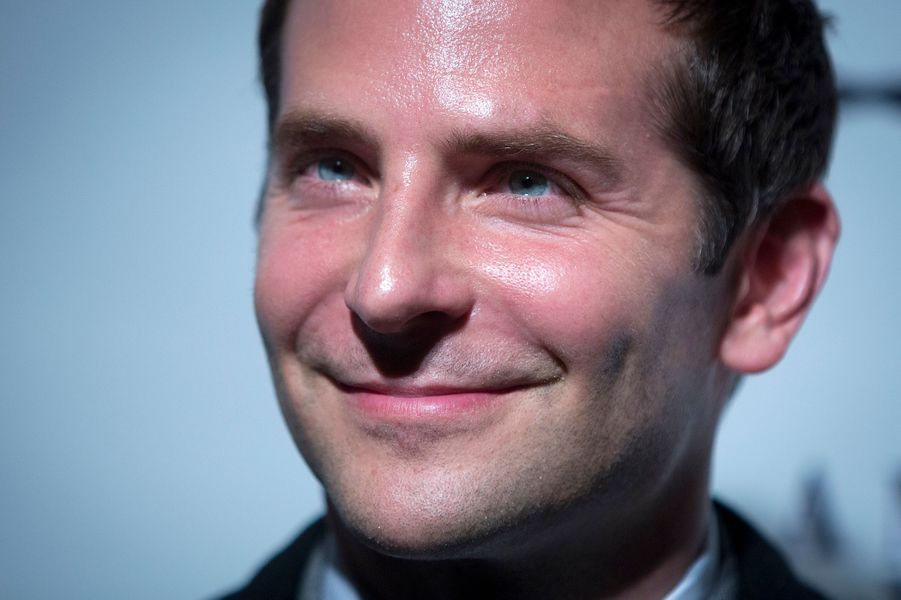 Bradley Cooper a reçu le prix du meilleur second rôle féminin au nom de Jennifer Lawrence