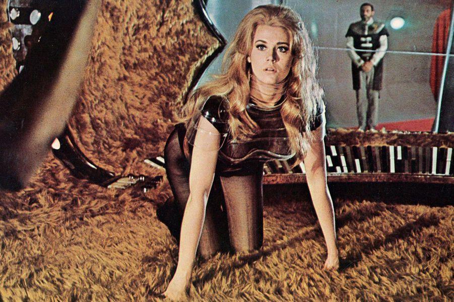 Le film de Roger Vadim, daté de 1968, fait partie des films cultes pour toute une génération. Jane Fonda y incarne une Barbarella sexy, sexuée en diable, en avance sur son époque. Un film à voir ou à revoir!