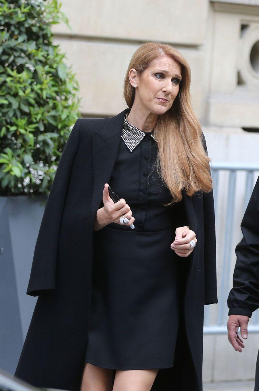 Céline Dion à la sortir de l'hôtel Royal Monceau à Paris