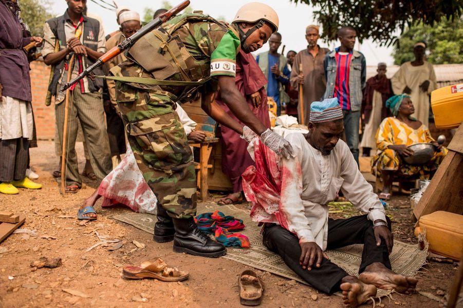 Au kilomètre 12, porte de sortie des musulmans : un blessé victime d'une grenade lancée par les anti-balaka.