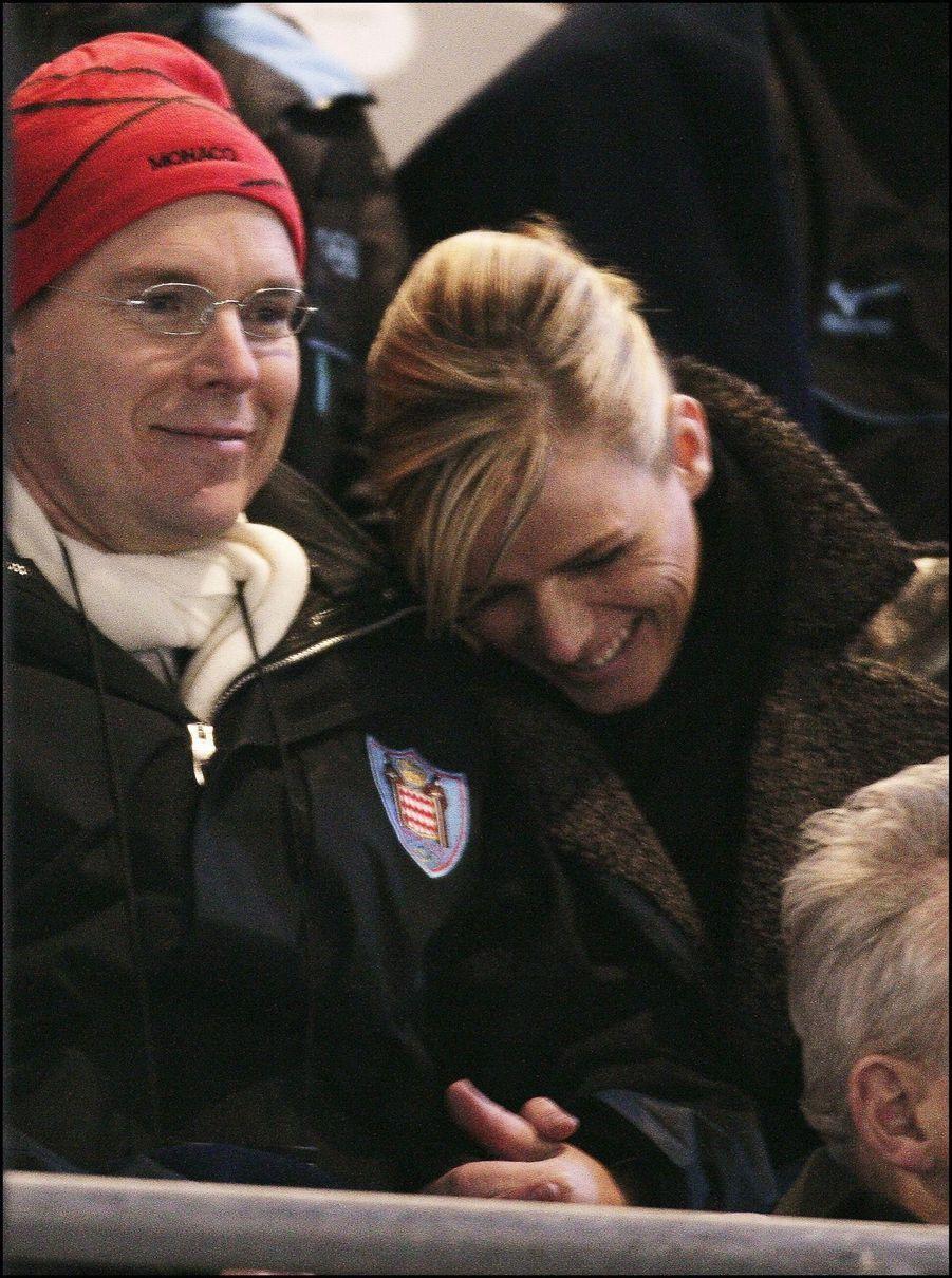 Complice et tendre, Charlene Wittstock et Albert de Monaco lors des JO d'hiver de Turin en février 2006. La première apparition publique du couple.