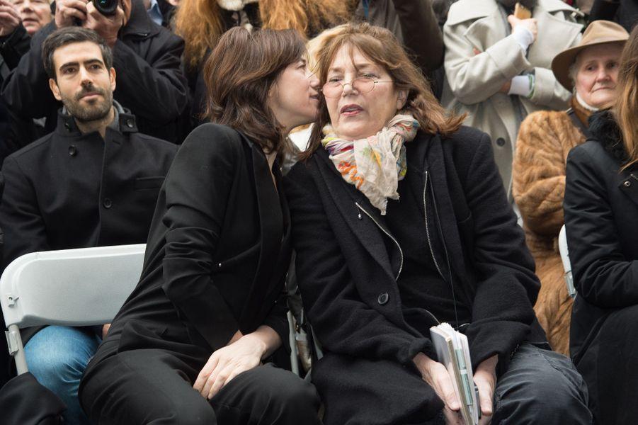 Charlotte Gainsbourg et sa mère Jane Birkin à la cérémonie d'inauguration de la plaque commémorative en l'honneur de Serge Gainsbourg, le 10 m...