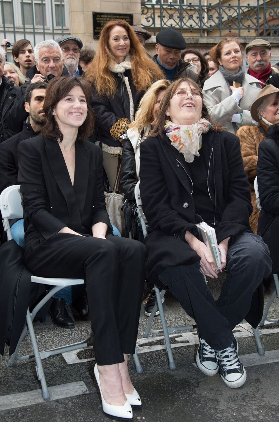 Charlotte Gainsbourg et sa mère Jane Birkin au11 bis Rue Chaptal (où le chanteur passa une partie de son enfance), le 10 mars 2016