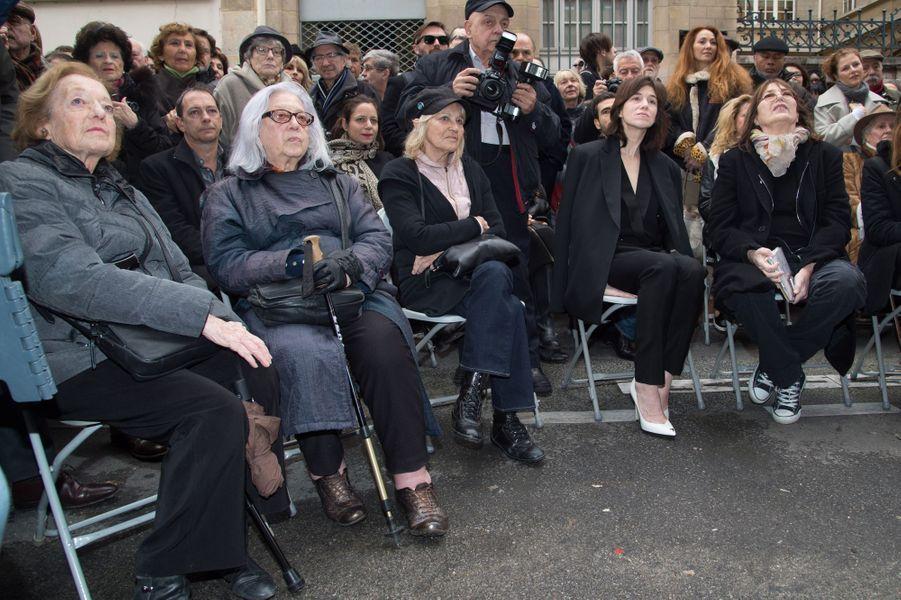 Jacqueline Gainsbourg et Liliane Gainsbourg (soeurs de Serge Gainsbourg), la photographe Odile Montserrat, Charlotte Gainsbourg et sa mère Jane Bir...