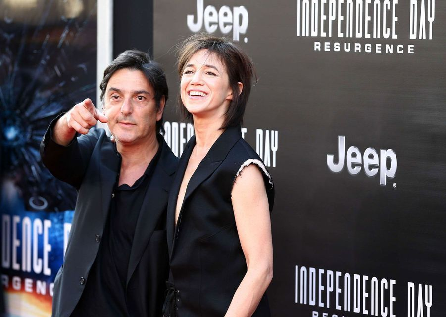 """Charlotte Gainsbourg et Yvan Attal à l'avant-première du film """"Independance day : Resurgence"""", 2016"""