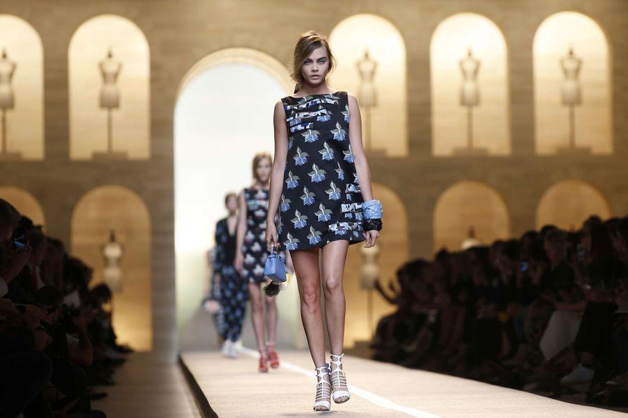 Cara Delevingne au défilé Fendi au cours de la Fashion week de Milan